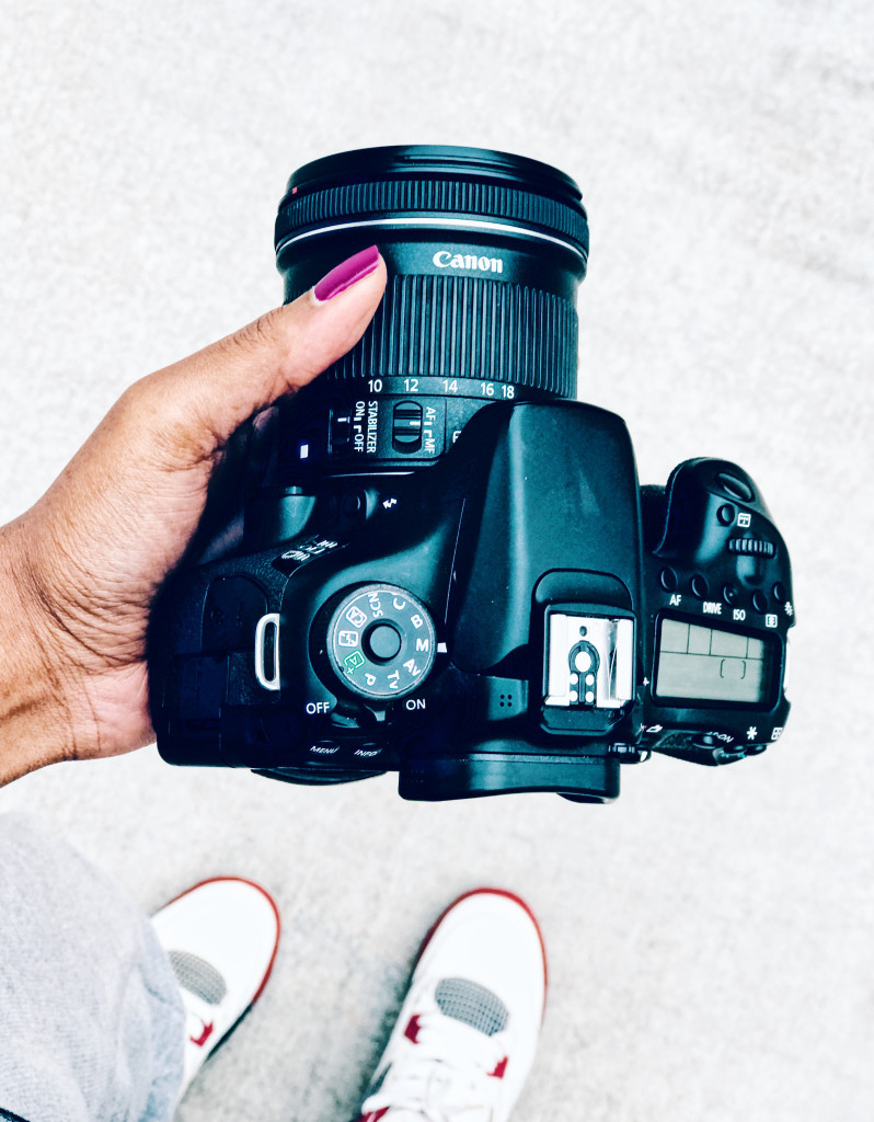 Canon70D in Hand